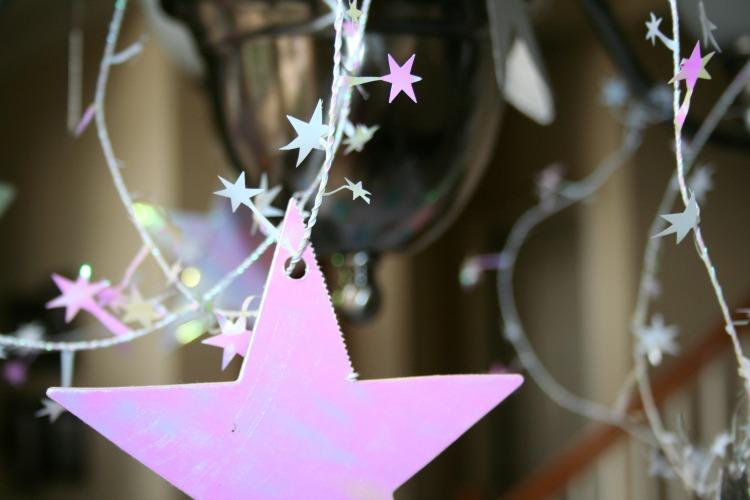 star garland at pajama party