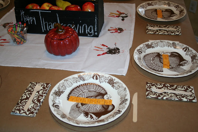 kids' table for Thanksgiving