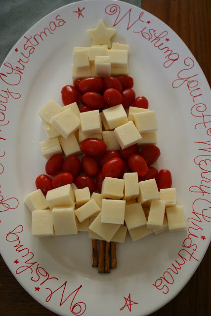 Cheese and vegetable christmas tree tray