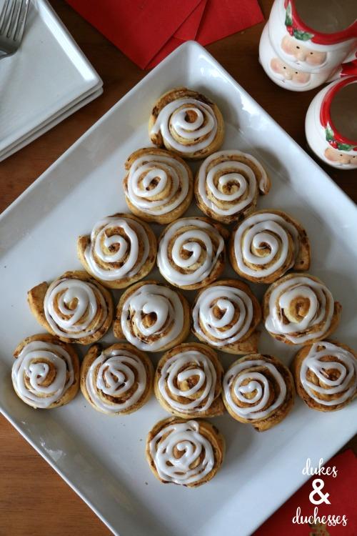 cinnamon roll christmas tree breakfast idea