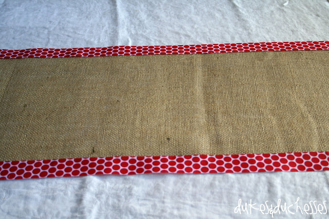 Christmas table runner in burlap and ribbon