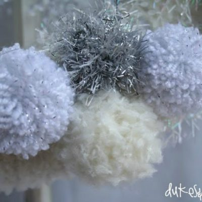 A Winter Wreath {with Lion Brand Yarn}