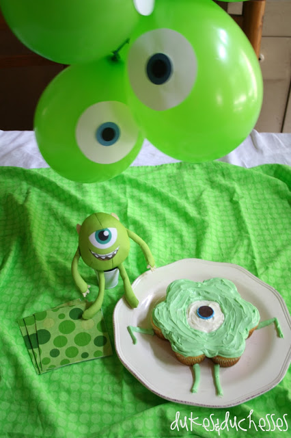 Monsters University Mike cupcake cake