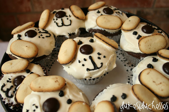 dog cupcakes for a puppy party
