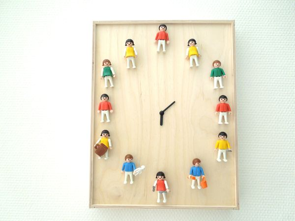 clock with figurines