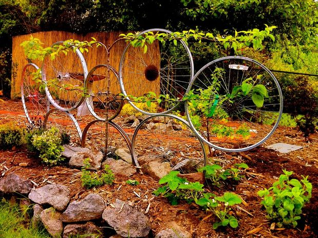 bicycle wheel trellis 2