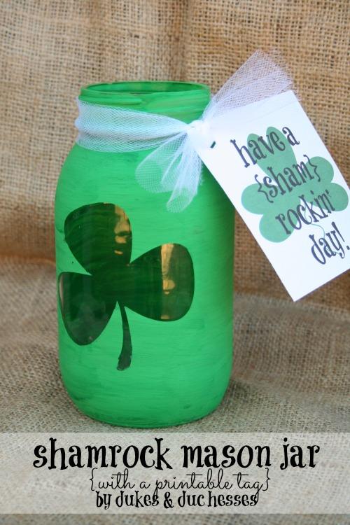 st patricks day shamrock mason jar with a printable tag by Randi Dukes