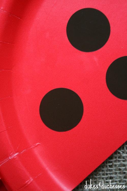 vinyl dots on DIY pizza plates