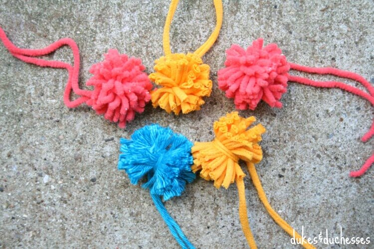 how to make pom poms out of yarn youtube