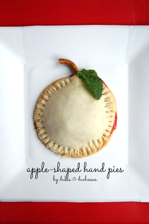 apple-shaped hand pies