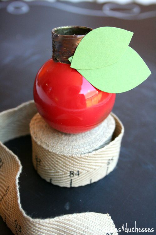 painted doorknob as apple place card