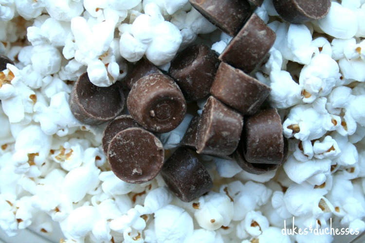 popcorn with rolos snack mix