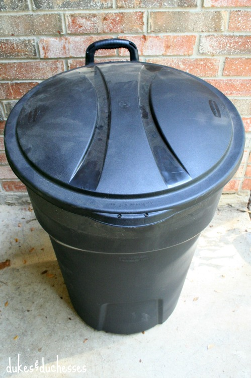 rubbermaid roughneck garbage can