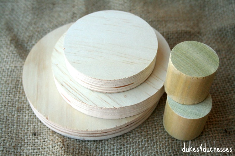 wood slices and dowel sections for stacked christmas tree