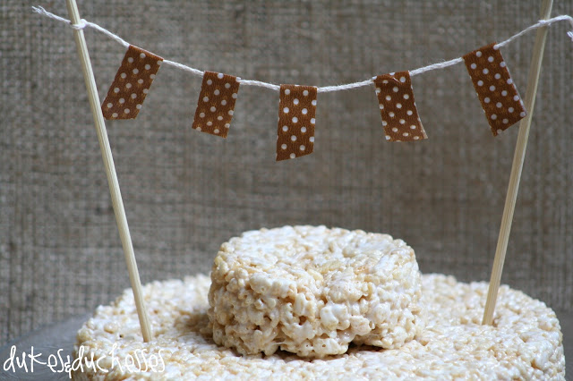 rice krispie cake at burlap party