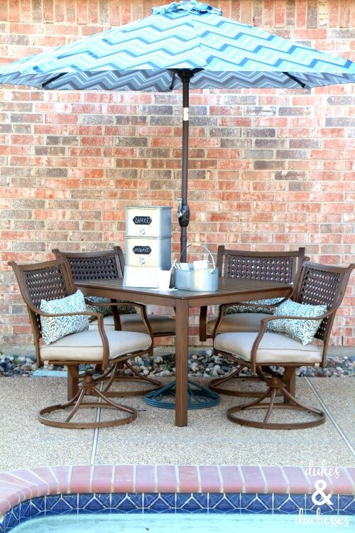 outdoor table and eating area