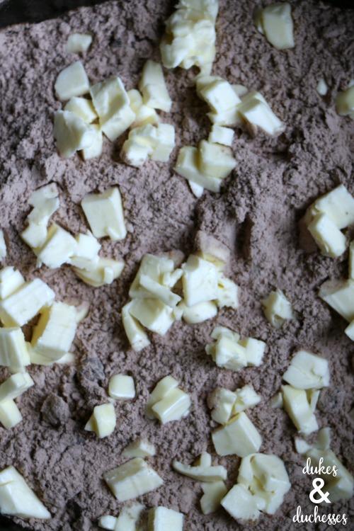 crockpot dump cake in the crockpot