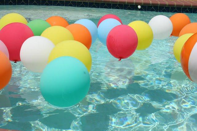 balloon pool party decor