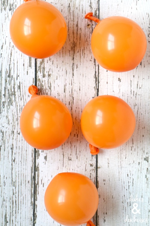 orange balloons to make pumpkins
