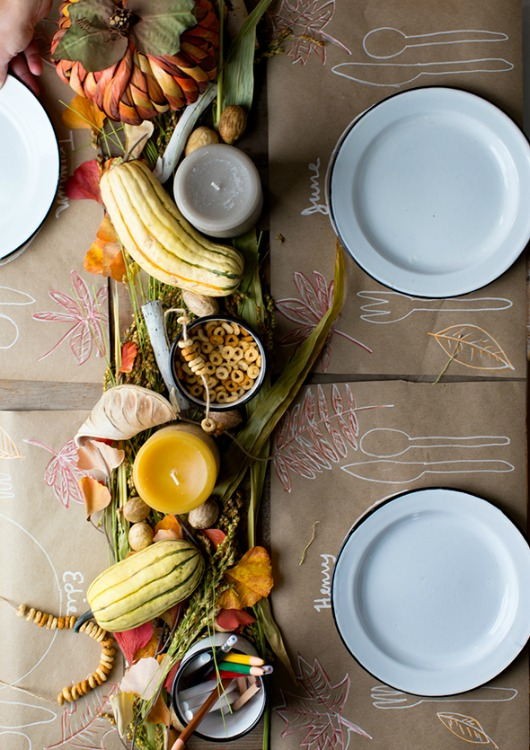 personalized place mats at kids thanksgiving table