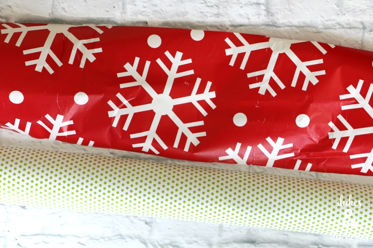 how to make a wrapping paper garland