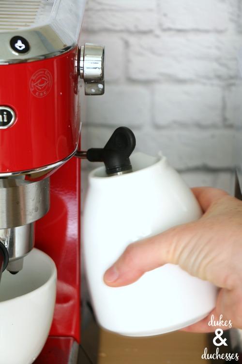 foaming milk for homemade latte