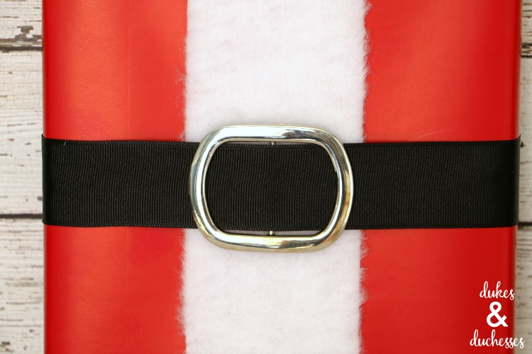 santa belt gift wrap idea