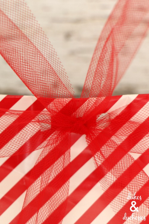 tulle ribbon tie on gift bag