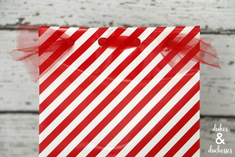 woven gift bag closure