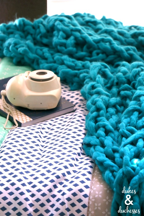 easy DIY arm knit blanket