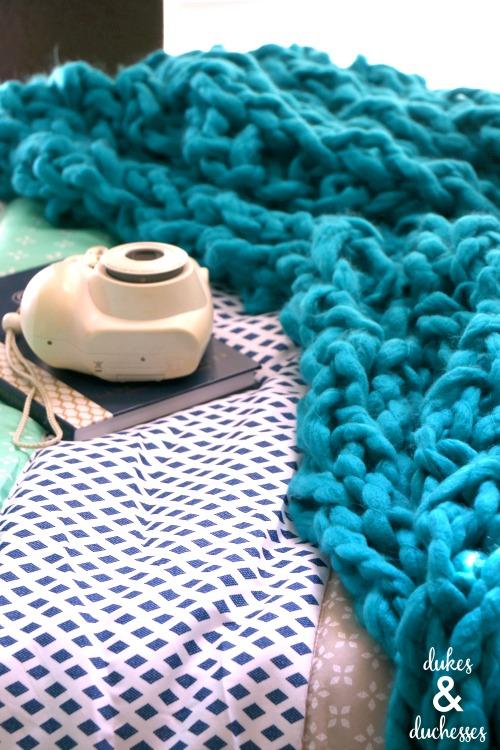 easy DIY arm knit blanket