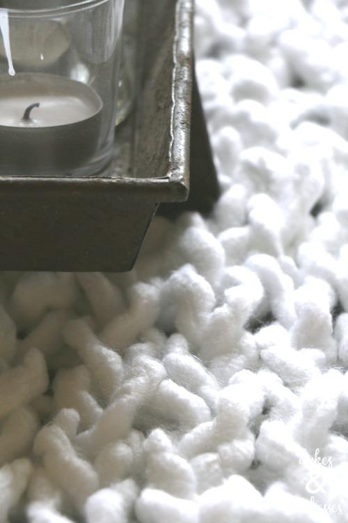knit table runner