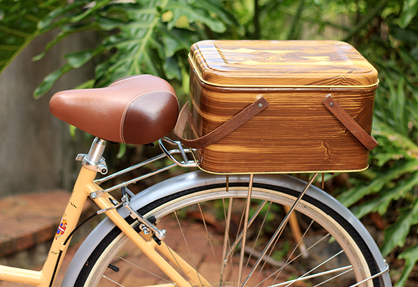 vintage picnic basket bike crate