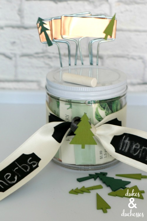 christmas garden gift idea in a mason jar