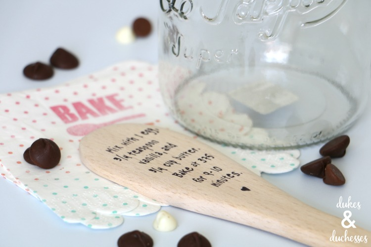 cookie in a jar recipe with wooden spoon label