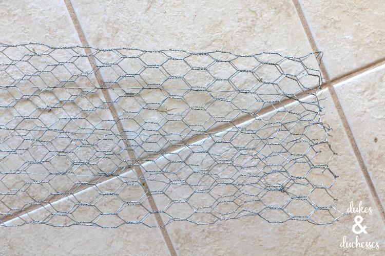 chicken wire base for balloon garland