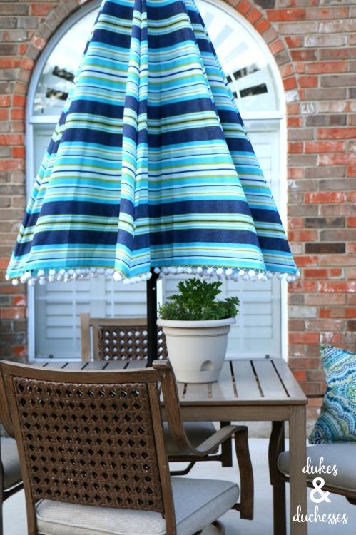 DIY pom pom umbrella for summer
