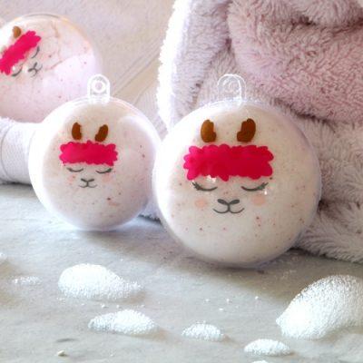 DIY Llama Fizzing Bath Bombs