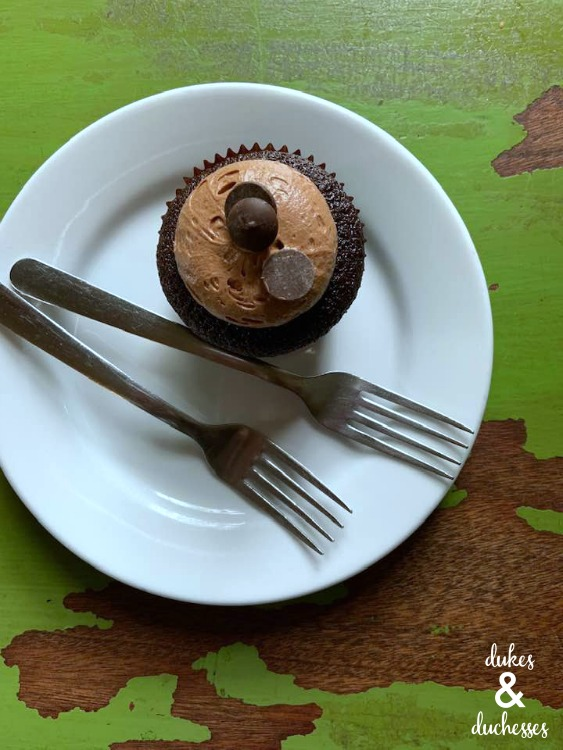 cupcake at cuppies and jo in okc