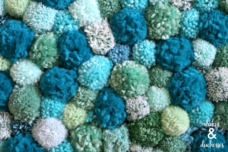 how to make a pom pom rug with yarn