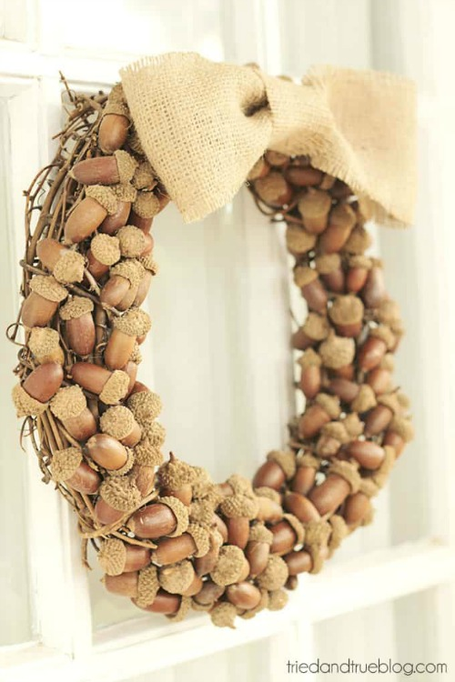 DIY acorn wreath for fall