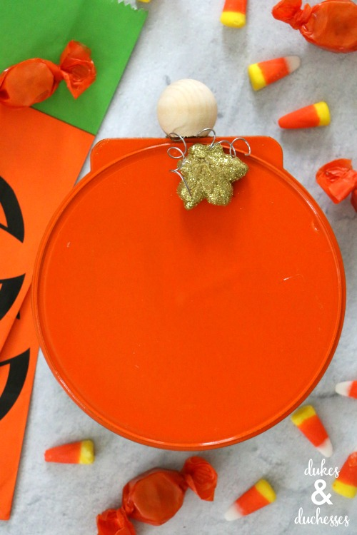 upcycled pumpkin treat box for halloween