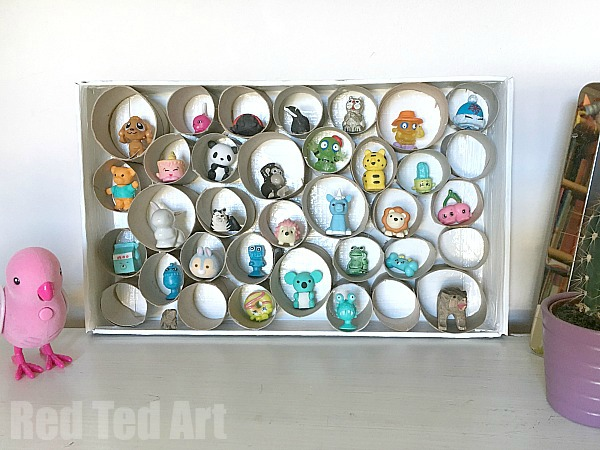 DIY toilet paper roll trinket display