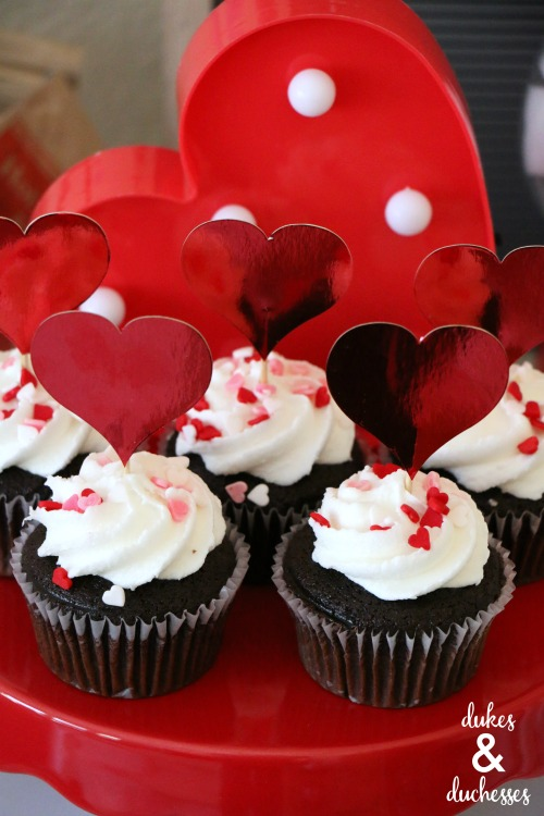 valentines day cupcakes and cupcake toppers