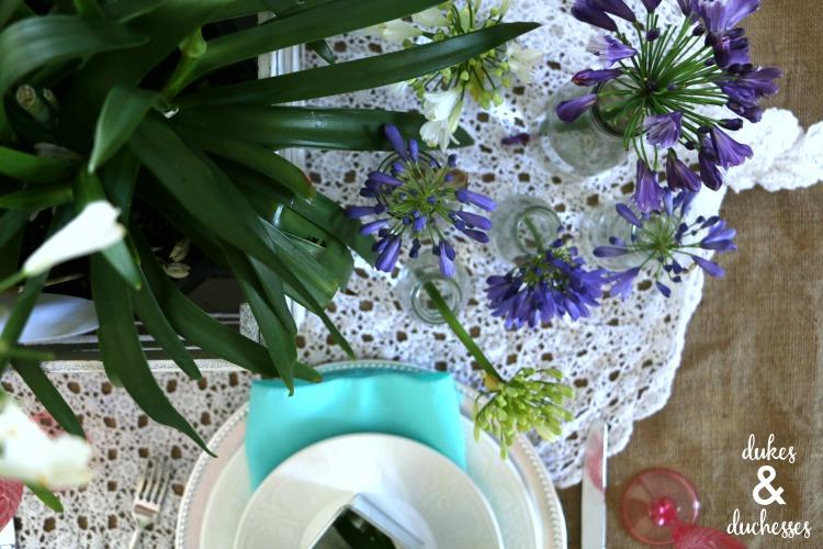 floral mason jar centerpiece idea
