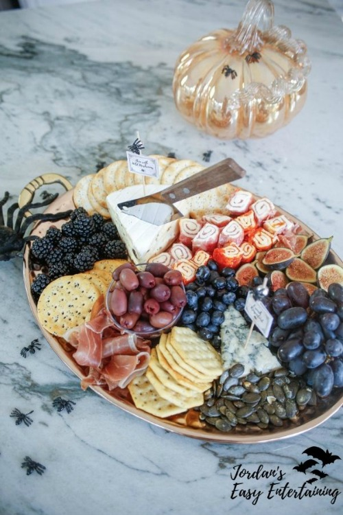 how to make a Halloween charcuterie board
